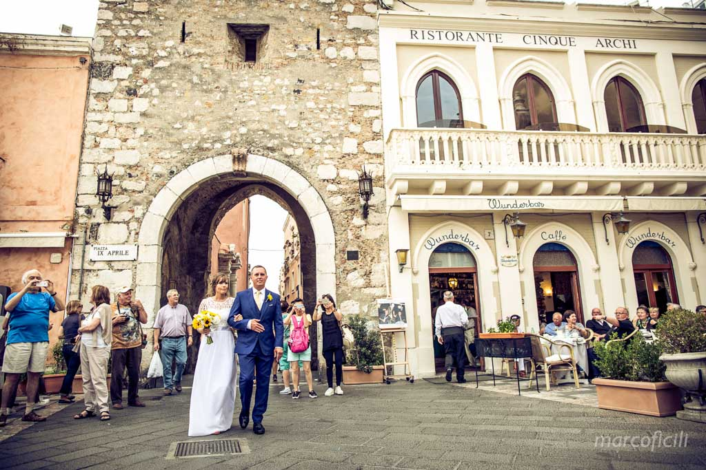 Wedding photos Greek Theatre Taormina __villa_antonio_photographer_sunset_sicily_italy_duchi_santo_stefano_taormina_best_top _marco_ficili_022-