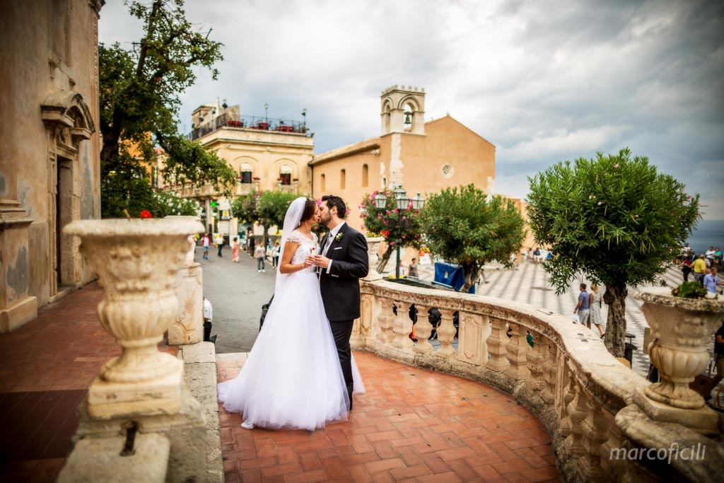 Taormina wedding couple San Giuseppe church