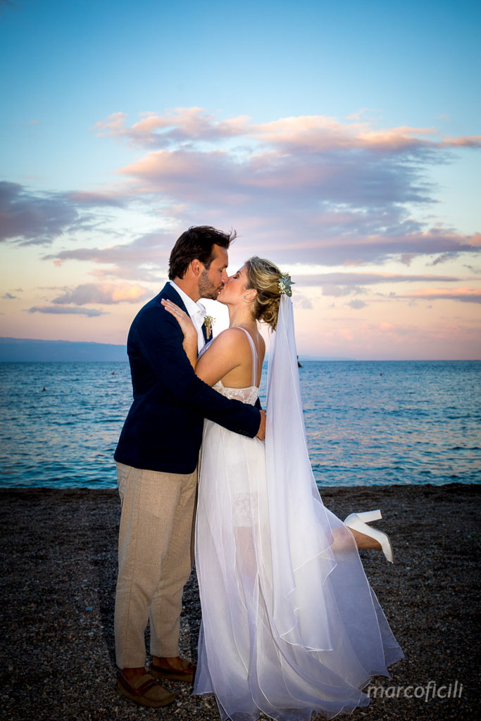 Matrimonio Spiaggia Sicilia : Beach wedding taormina marco ficili photographer