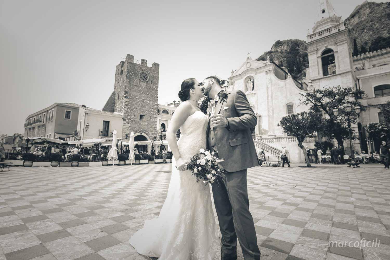 Fuga d'amore Taormina, Palazzo del Comune di Taormina, Teatro Greco, matrimonio, piazza IX Aprile