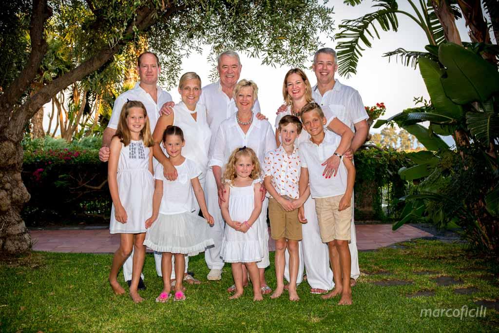 Compleanno Sicilia _ritratto_famiglia_picina_allegri_felicità_unita_divertimento_villa