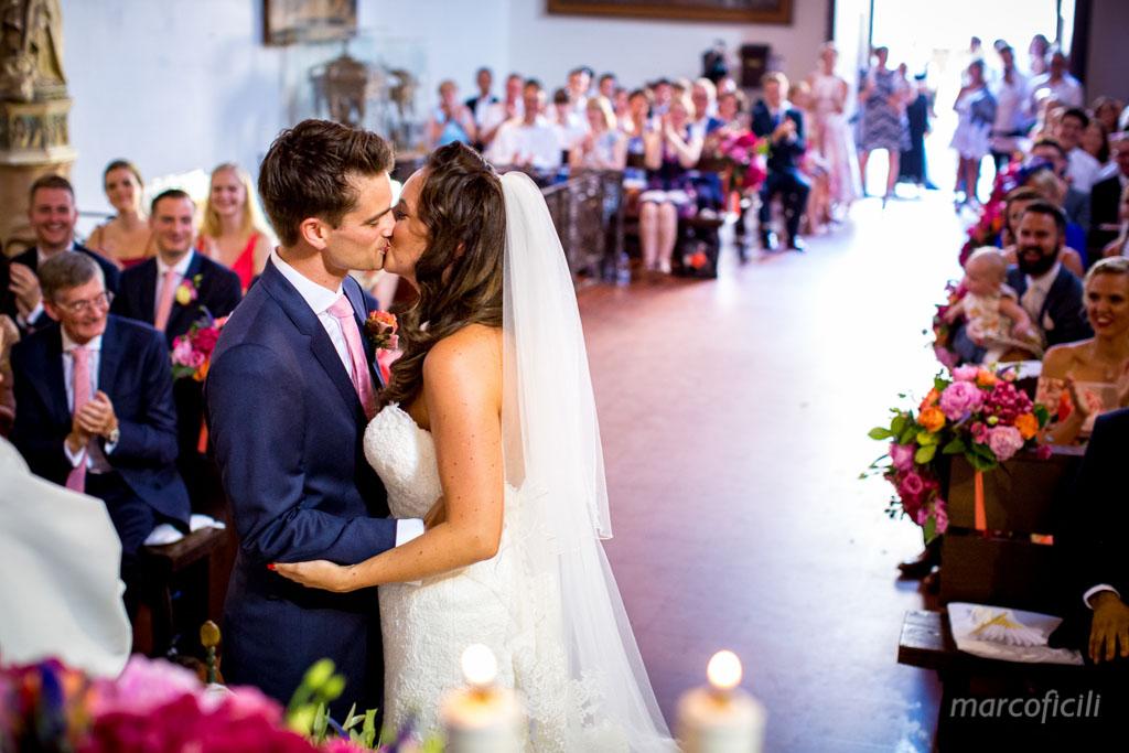 Matrimonio Chic Taormina _Sicilia_Catania_fotografo_timeo_belmond_chiesa_santacaterina_marco_ficili_bacio_sposi