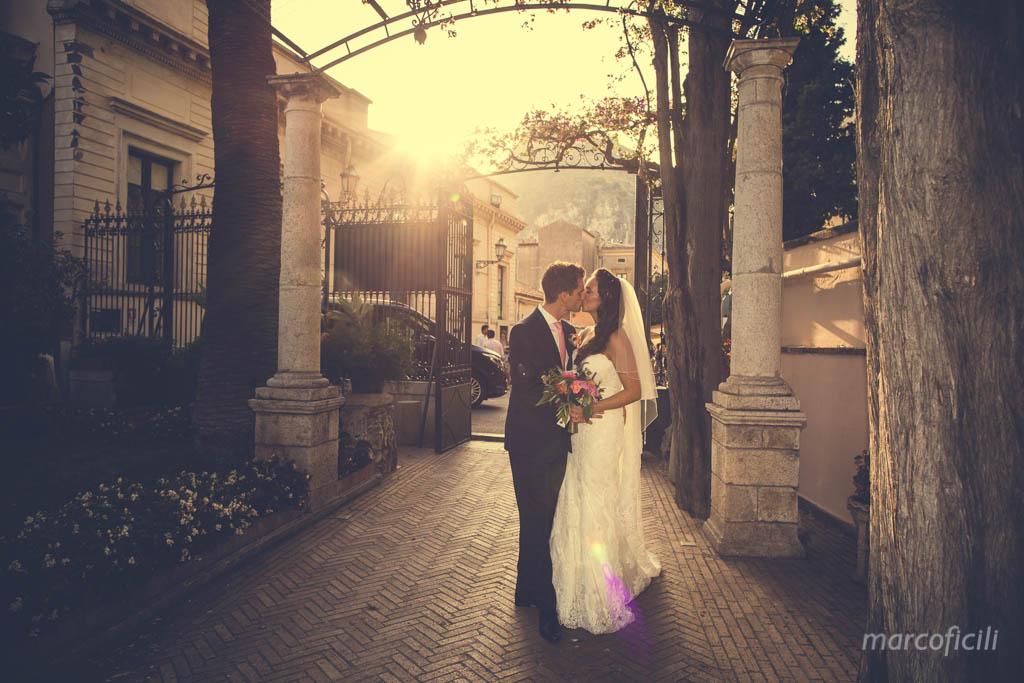 Matrimonio Chic Taormina _Sicilia_Catania_fotografo_timeo_belmond_marco_ficili_bacio_sposi
