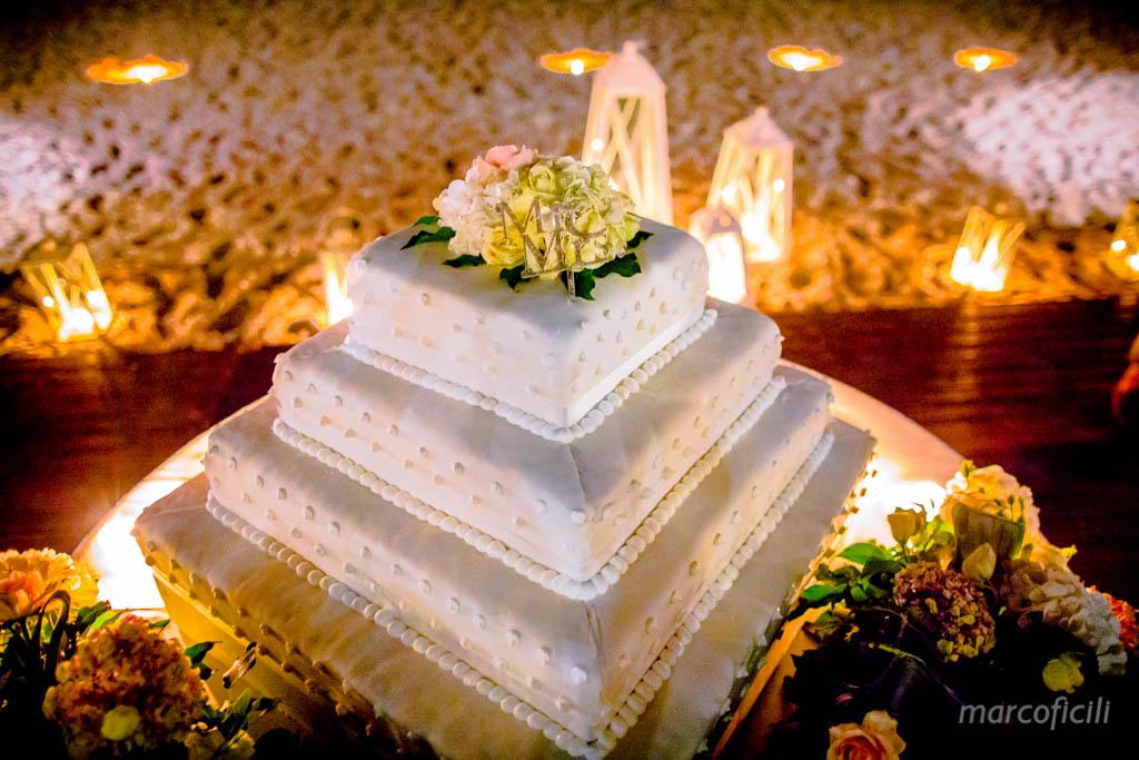 Matrimonio Taormina Mare _belmond_villasantandrea_spiaggia_allegro_fuochi_artificio_fotografo_bravo_chic_famoso_top_torta_nuziale