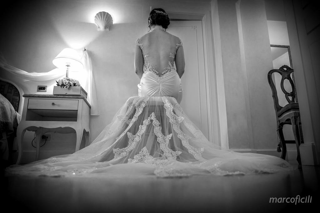 Taormina Sea Wedding _photographer_best_top_chic_gòamour_famous_belmond_santandrea_bride_groom_getting_ready_dress_wedding