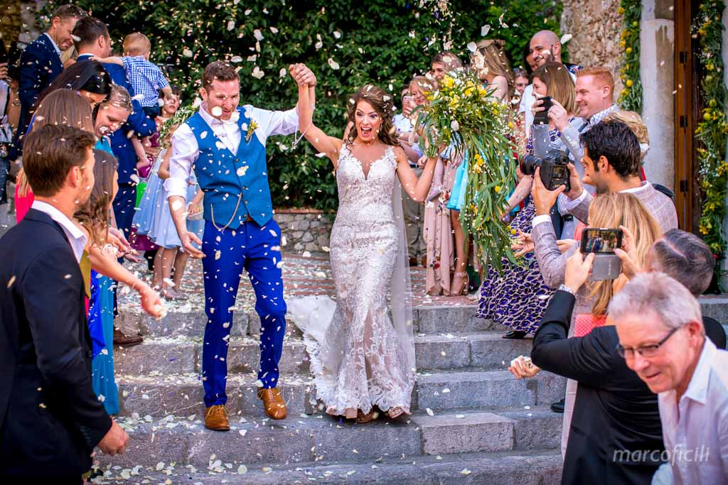 Wedding Taormina Varò church _Sicily__best_photographer_videographer_bride_groom_confetti_time_happy_smiling_smile