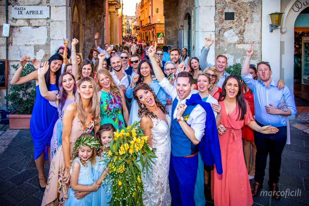 Wedding Taormina Varò church _Sicily__best_photographer_videographer_bride_groom_frineds_group_picture
