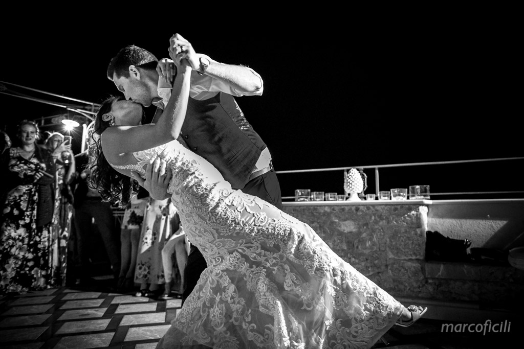 Wedding Taormina Varò church _Sicily__best_photographer_videographer_villa antonio_bride_groom_first dance_dancing_casqué_B&W