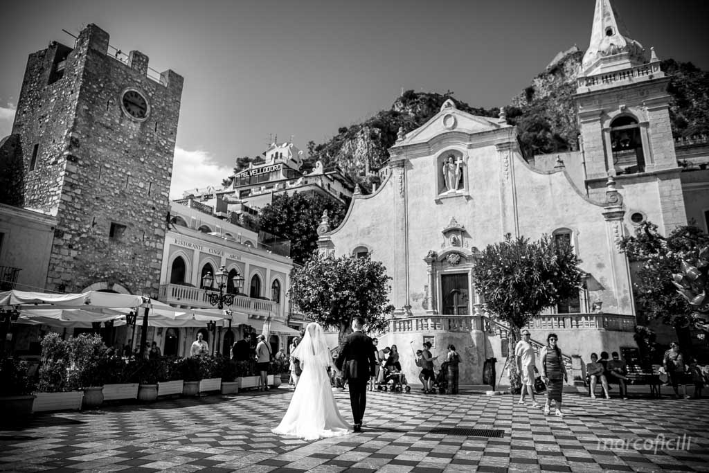 Fireworks Wedding Taormina _wedding_sicily_catania_lovely_luxury_amazing_happy_beach_villa_santandrea_belmond_top_photographer_videographer_piazzaIXaprile_IXApril_square