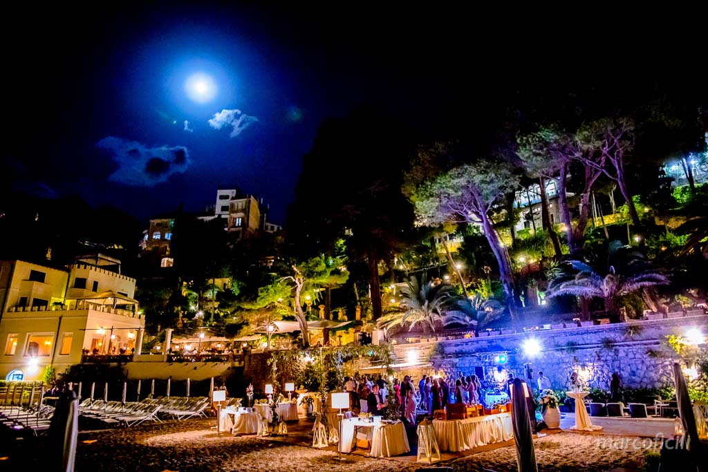 Fireworks Wedding Taormina _wedding_sicily_catania_lovely_luxury_amazing_happy_beach_villa_santandrea_belmond_top_photographer_videographer_moon_light_beach_dance