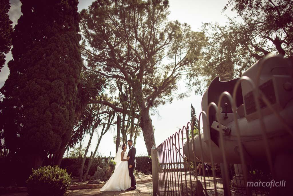 Matrimonio Fuochi artificio Taormina _villa_santandrea_mare_spiaggia_stupenda_meravigliosa_mozzafiato_matrimonio_sposa_fotografo_luxury_sicilia_catania_villa_taormina_sposi_bacio