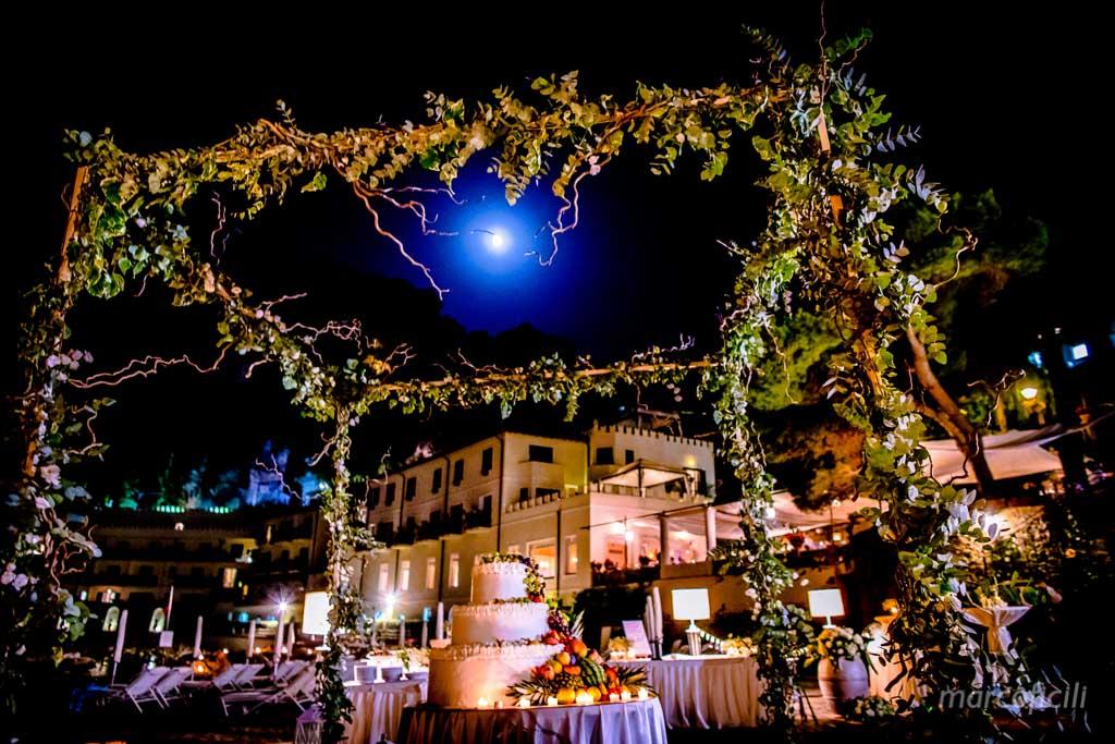Matrimonio Fuochi artificio Taormina _villa_santandrea_mare_spiaggia_stupenda_meravigliosa_mozzafiato_matrimonio_sposa_fotografo_luxury_sicilia_catania_torta_spisaggia_luna_magico