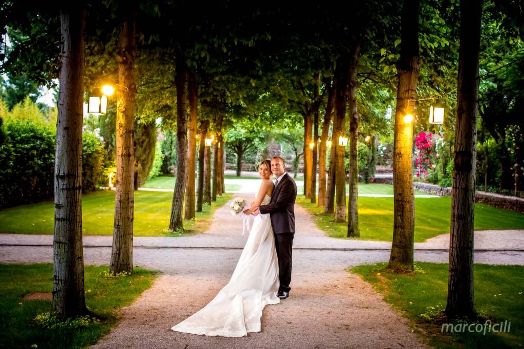 Matrimonio Giardini di Villa Fago _Acireale_Catania_fotografo_sposi_giardino_amore_viale_abbraccio