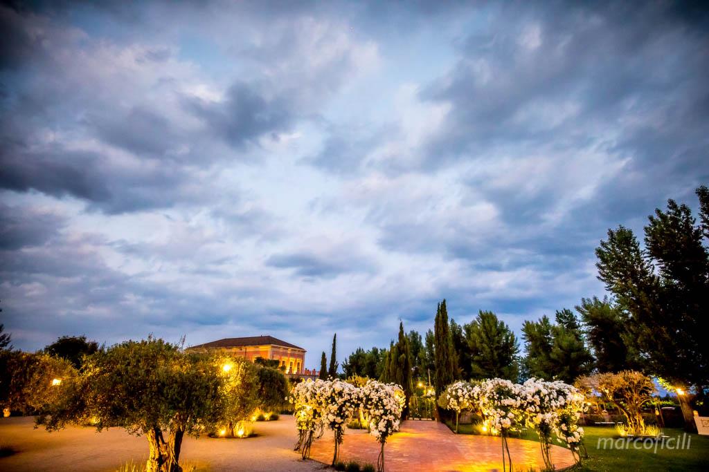 Matrimonio Giardini di Villa Fago _Acireale_Catania_fotografo_sposi_giardino_panoramica_imbrunire