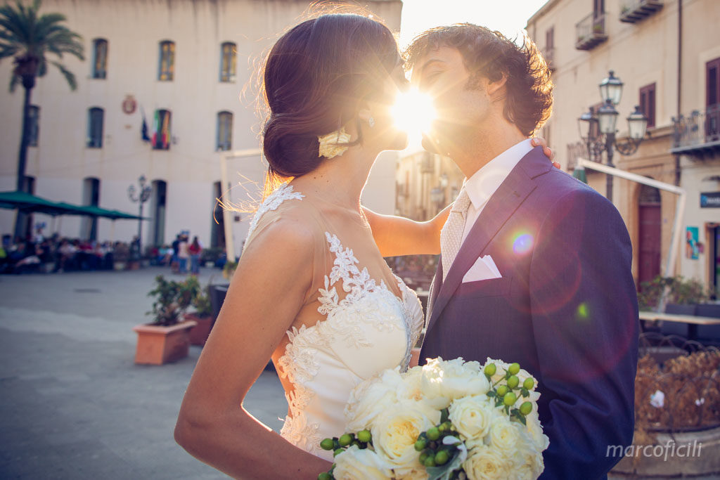 Sicilia, wedding, traditional, sun, sunset, kiss, bride, groom, wedding couple kiss, over the sun, photographer, photos, best, top, videographer, Cefalu,