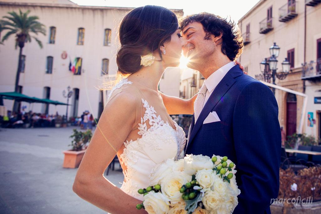 chiesa del purgatorio, cefalù, duomo, kiss, wedding, couple, bride, groom, photographer, video, wedding kiss, couple, bride, groom, sun