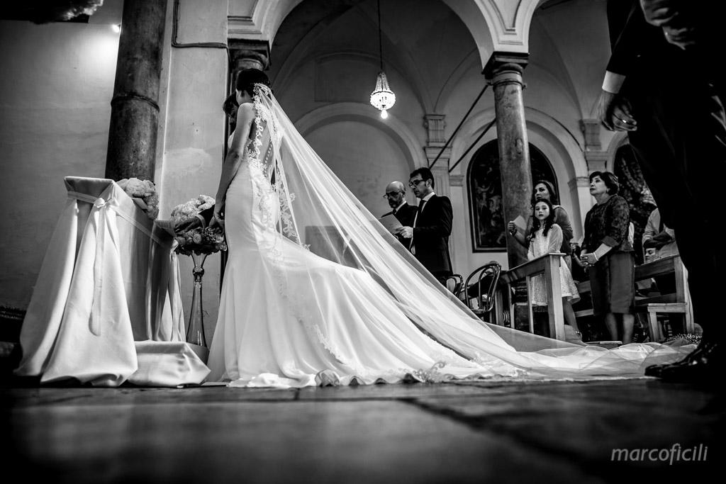 Chiesa del Purgatorio_cefalu_sicilia_duomo_sposi_matrimonio_fotografo_bravo_elegante_abito_sposa_BN