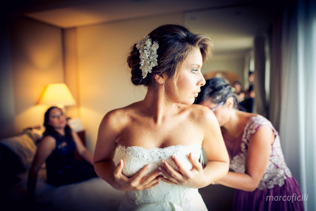 Matrimonio Catania _preparazione_sposa_abito_vestito_indossa_baia_verde