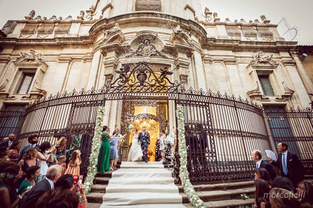 Matrimonio Catania _chiesa_sangiuliano_viacrociferi_centrostorico_lancio_riso_petali_auguri