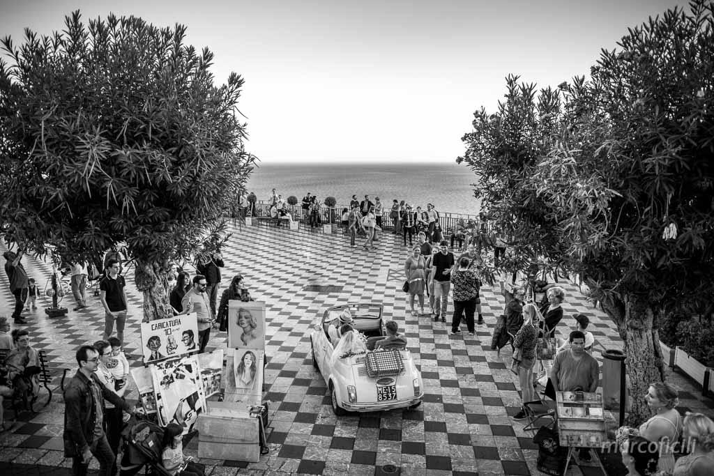 Matrimonio Inglese Taormina _piazza_IXaprile_belvedere_500_fiat_sposi
