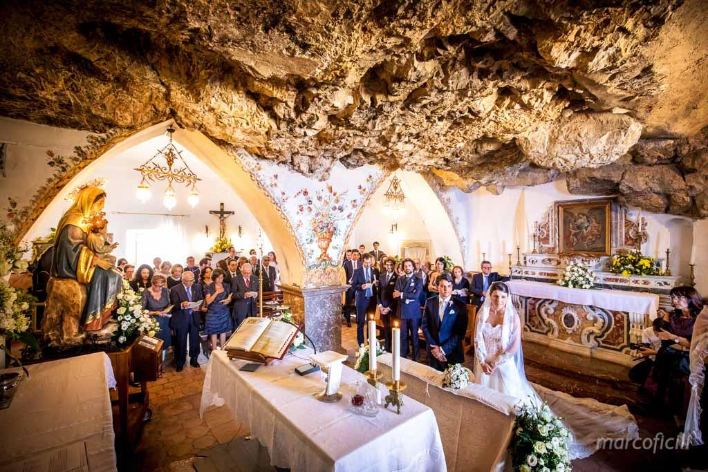 Matrimonio Madonna della Rocca Taormina, matrimonio, sposi, altare,
