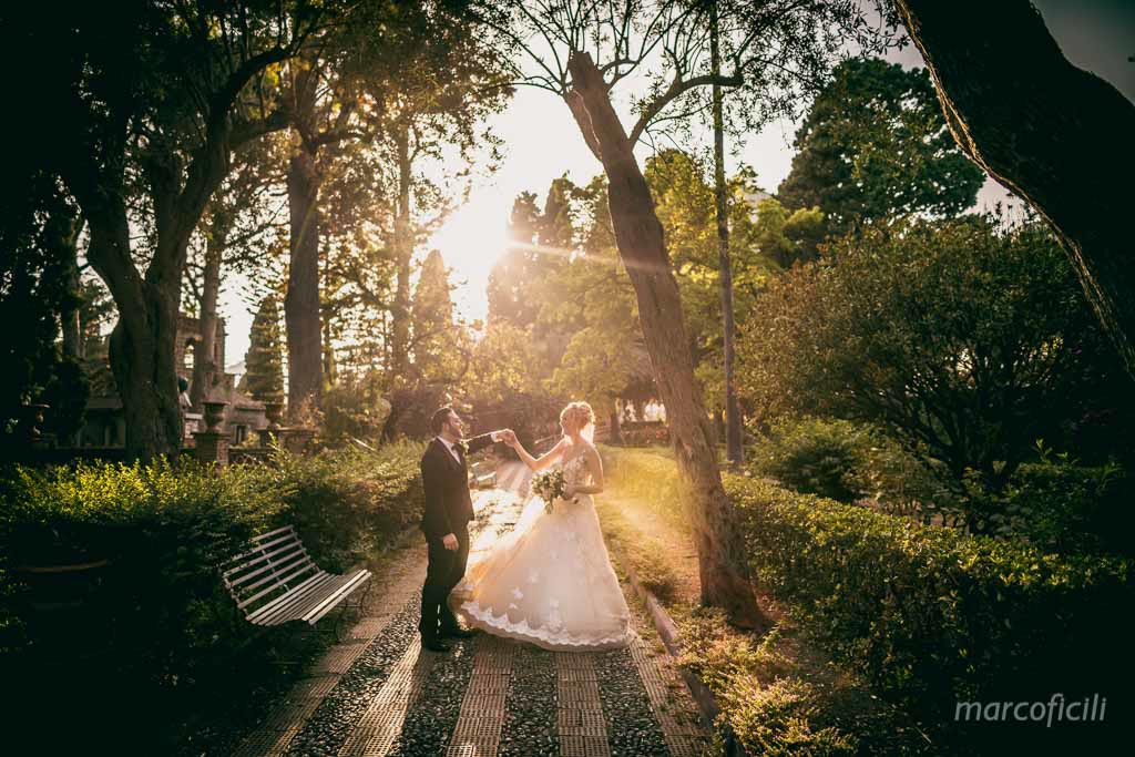 Taormina Public Gardens, bride, groom, kiss, photo shooting, sunset, dancing, amazing