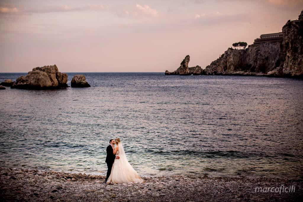La Plage Resort, Taormina, sea, beach, kiss, wedding, Bride and Groom, sunset