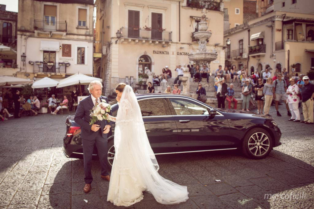 cathedral of Taormina _duomo_wedding_photographer_bride