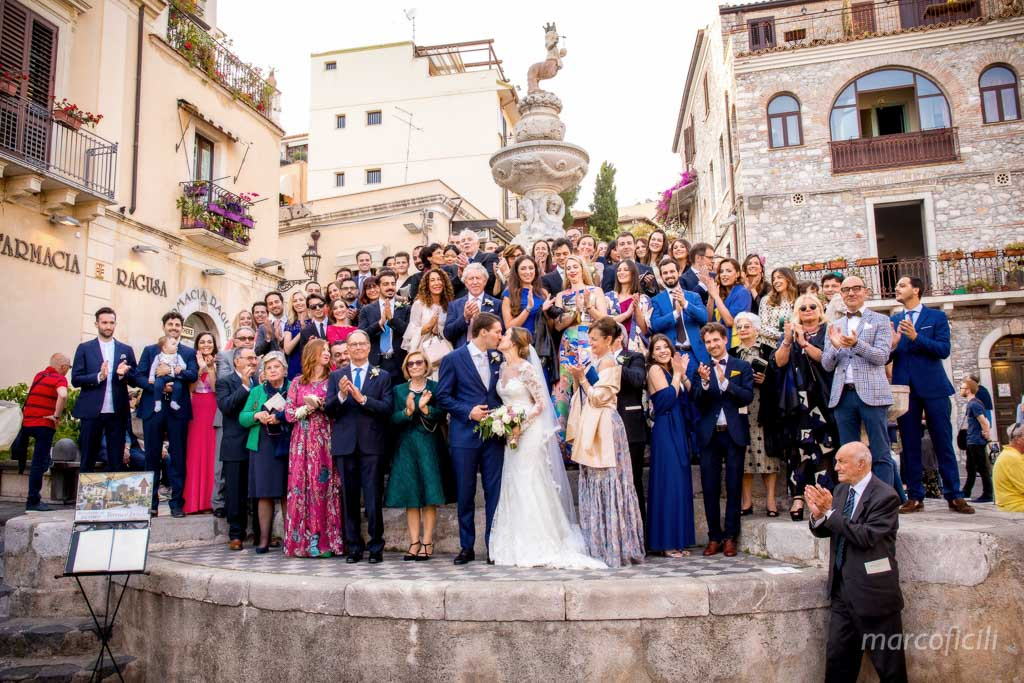 cathedral of Taormina _duomo_wedding_photographer_group_picture_guest