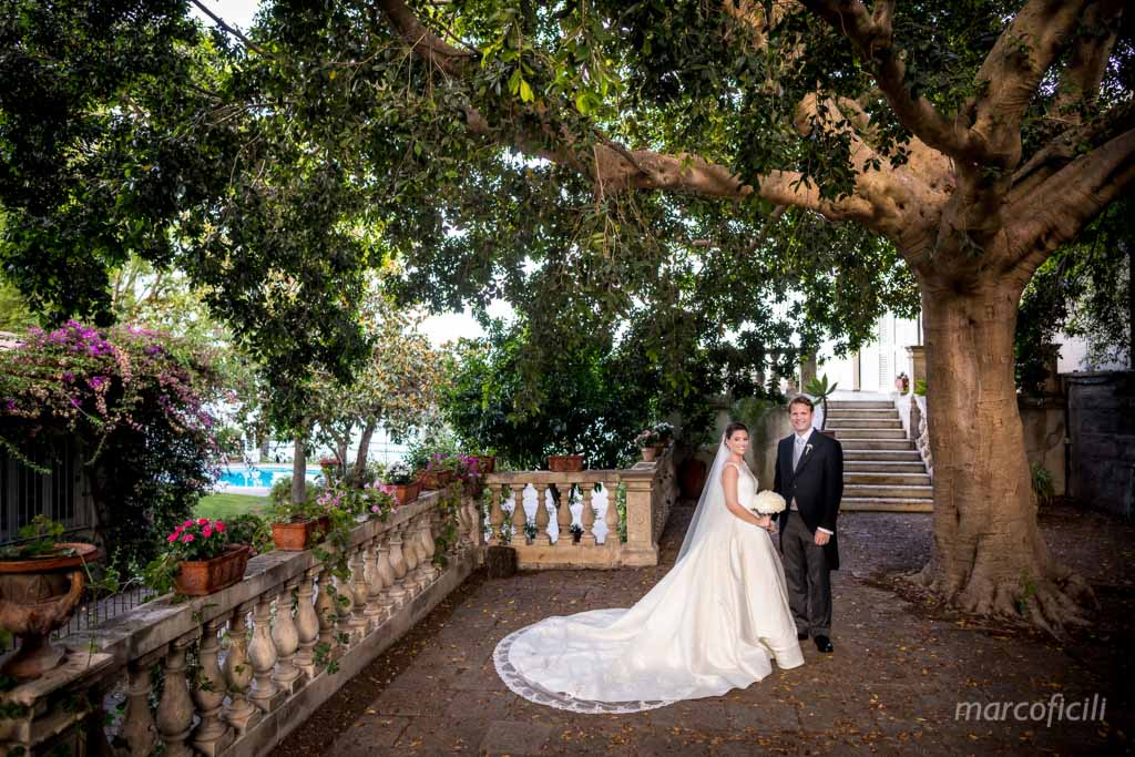 bride and groom photos, Acireale, gardens