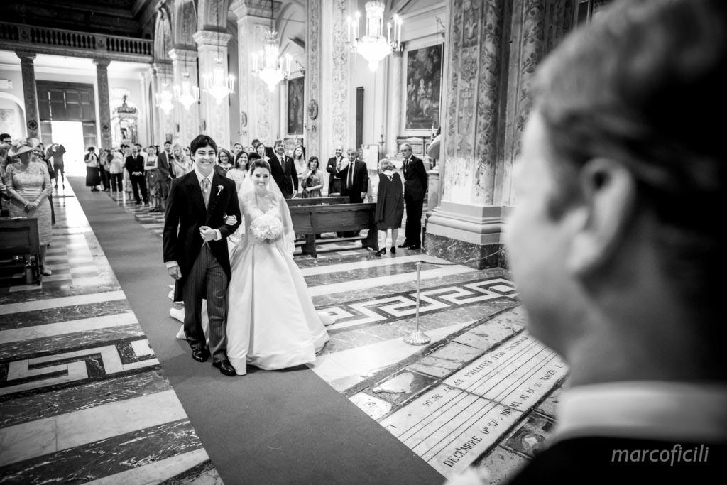 Duomo Acireale Matrimonio _incontro sposi, altare_emozionante_stupendo_abito