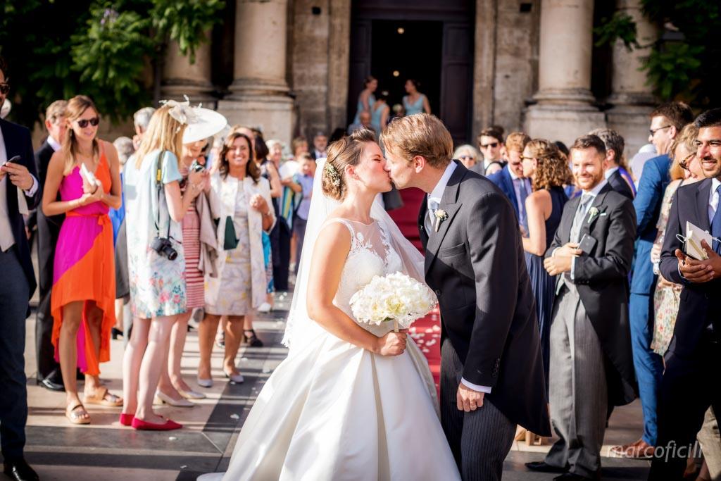 Duomo Acireale Matrimonio, bacio sposi