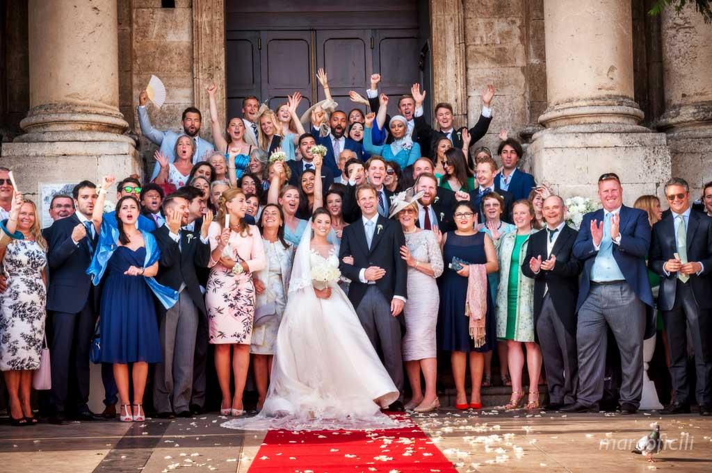 foto di gruppo, gruppo amici, foto allegra, foto divertente, idea foto, piazza Duomo, Duomo Acireale Matrimonio,