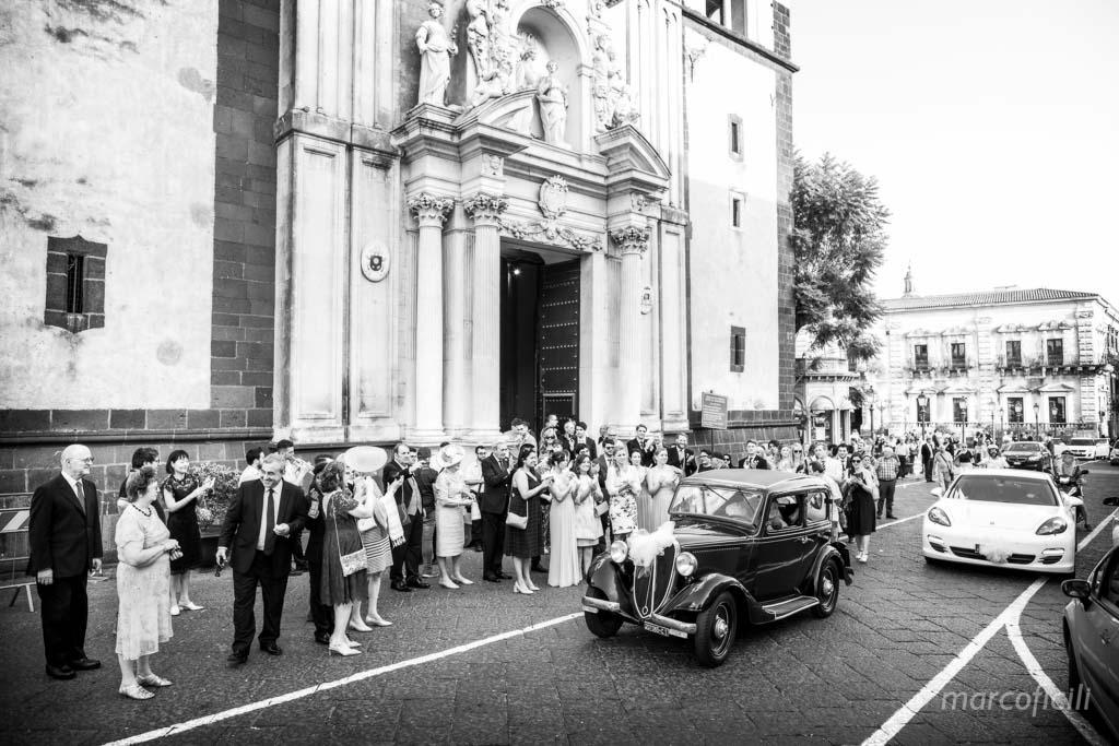 Duomo Acireale Matrimonio, partenza sposa, arrivo sposa, macchina d'epoca, Balilla, bella, emozionante, stupenda, particolare