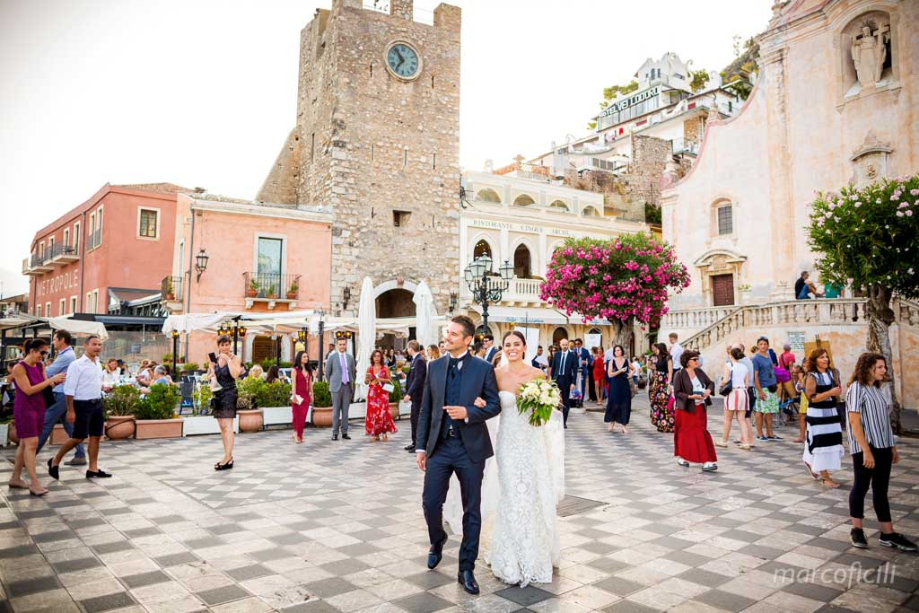 Lovely Italian Wedding Taormina, antique, main square, piazza IX aprile
