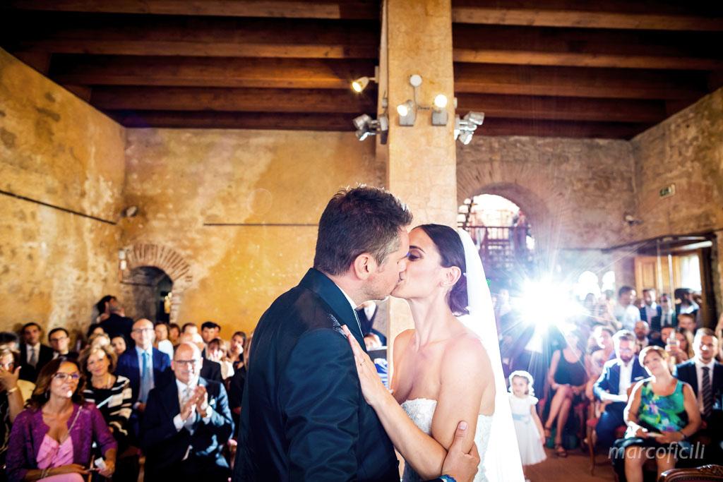 Matrimonio Ape Calessino Taormina, amore, eleganza, fotografo, migliore, divertente, chic, bacio sposi, palazzo duchi di santo Stefano