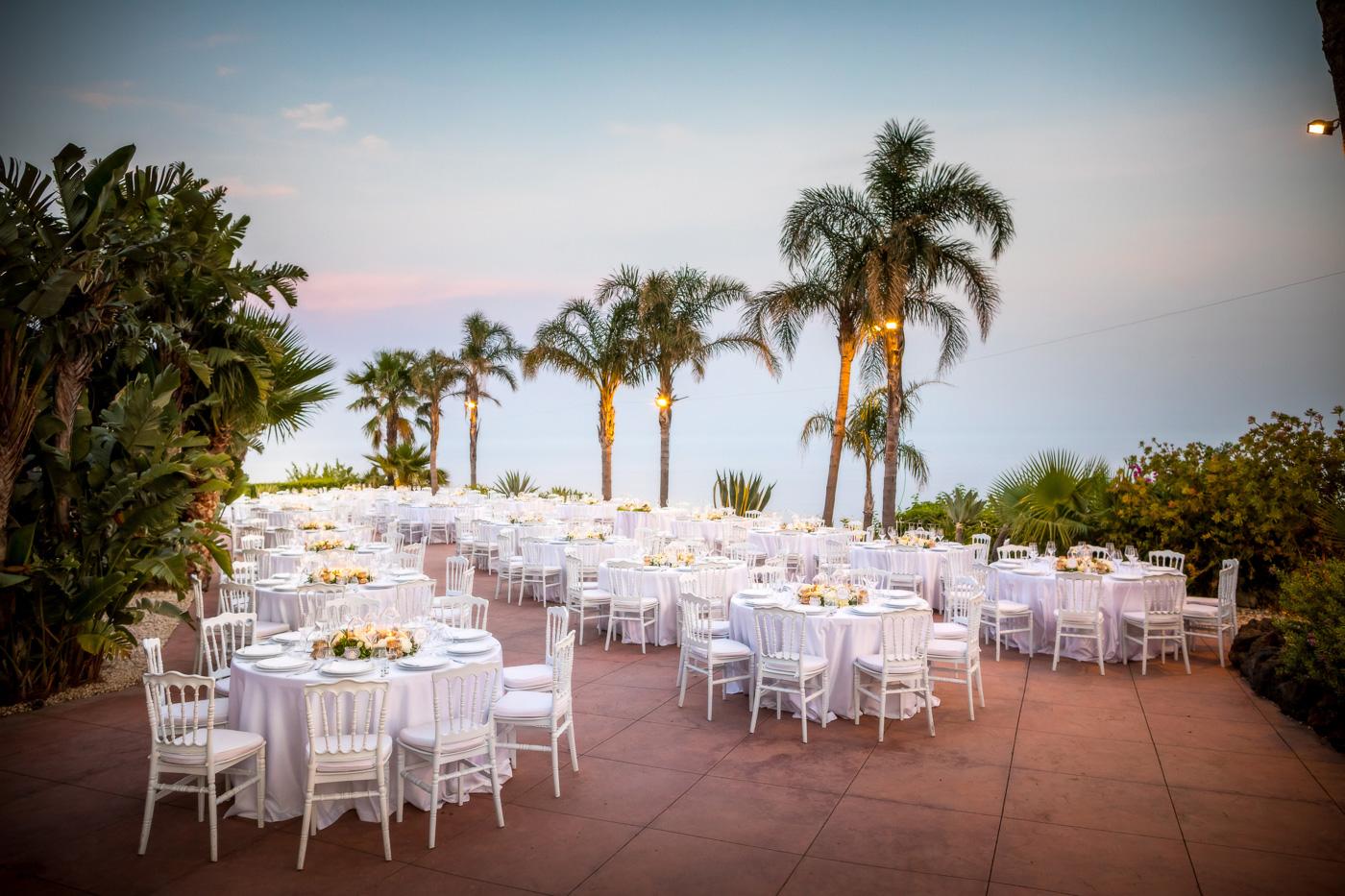 Casa delle terre Forti Matrimonio _acicastello_fotografo-chiesa-san giuliano-catania-sala-tavoli-banchetto-villa-tramonto