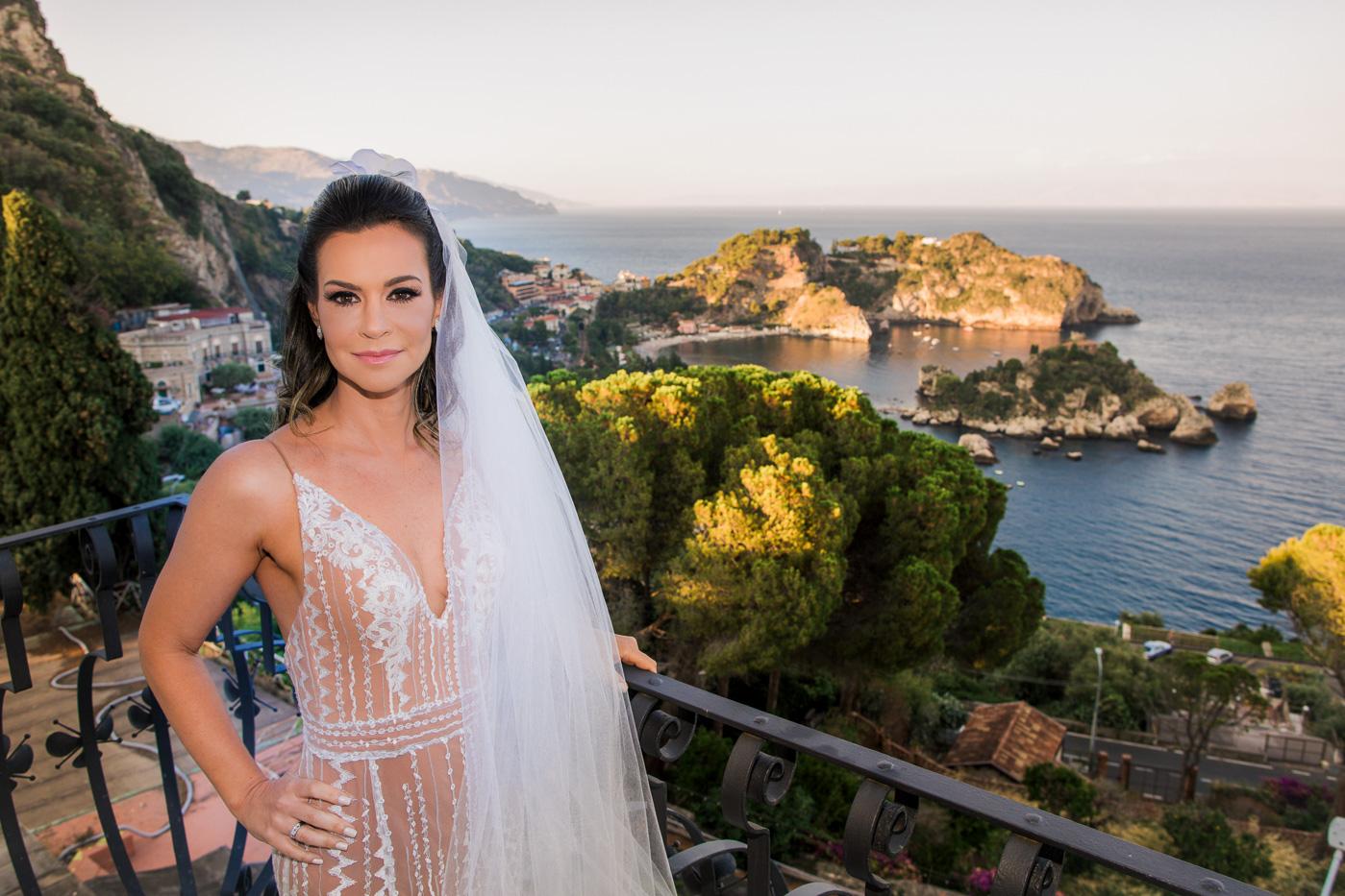 Matrimonio Romantico Villa Mon Repos _taormina_matrimonio_fotografo_bravo_famoso-vista-taormina-mare-sposa