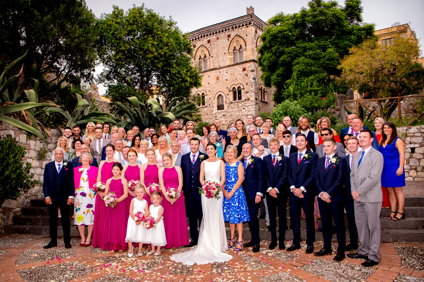 Lovely Wedding Taormina-palazzo-duchi-santo-stefano-group-photo