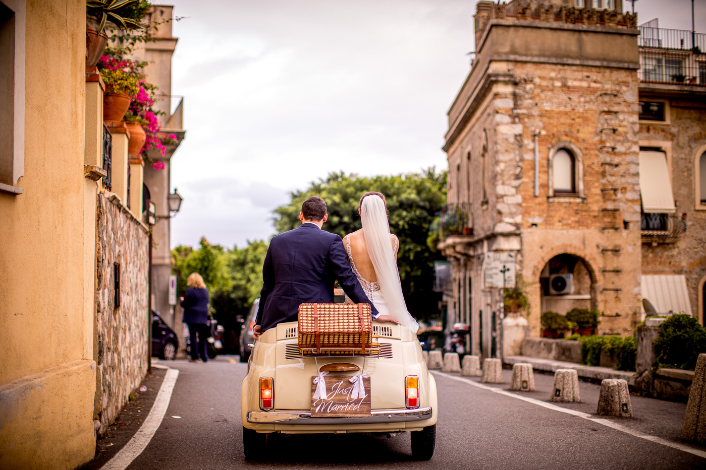 Lovely Wedding Taormina-vintage-car-500-fiat-bride-groom-lovely-best-photographer