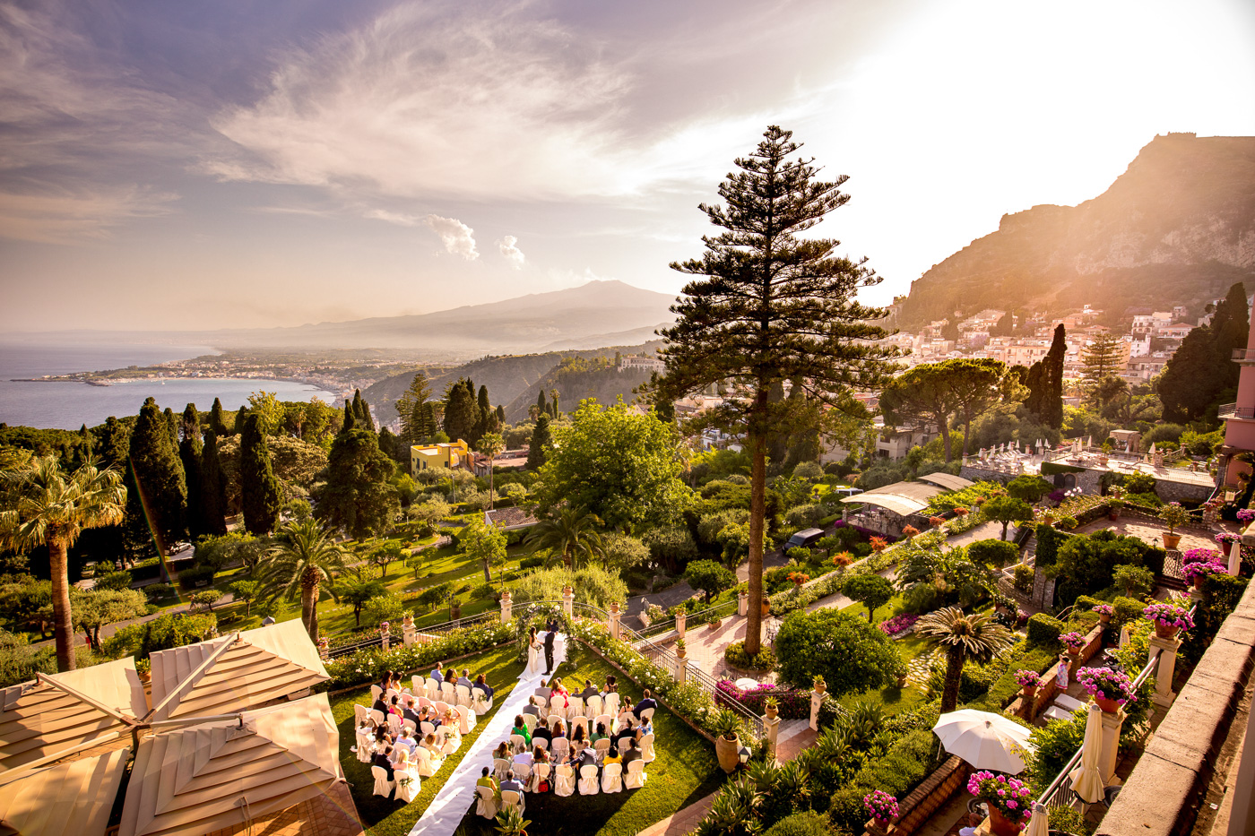 Intimate Wedding Taormina-luxury-venue-belmond-timeo-hotel-ceremony-terrace-sea-view-amazing