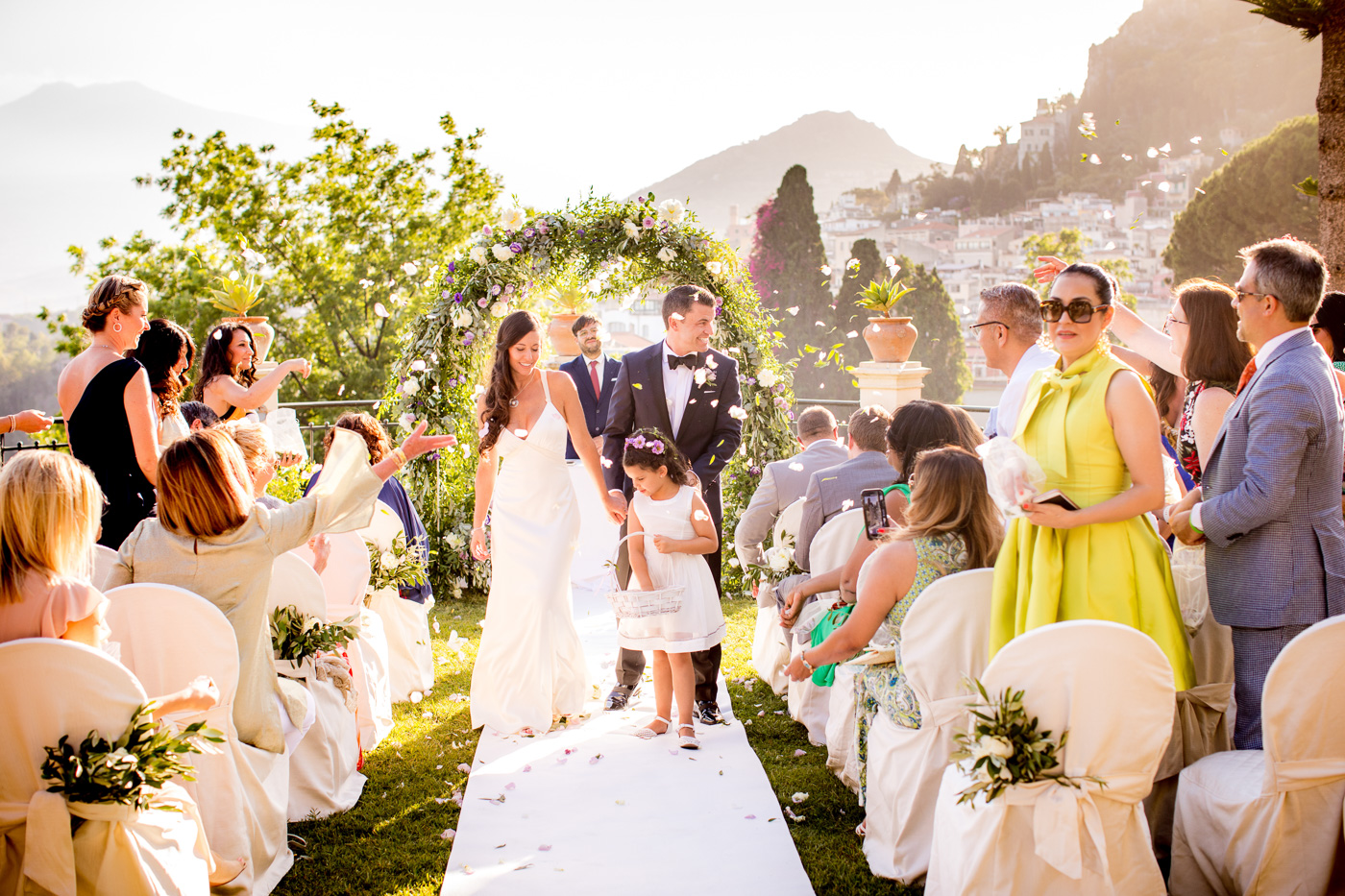 Intimate Wedding Taormina-luxury-venue-belmond-timeo-hotel-ceremony-terrace-sea-view-confetti