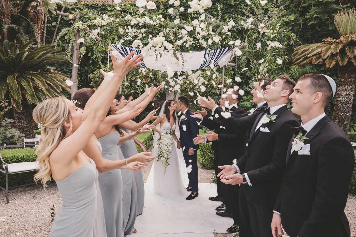 Matrimonio-ebraico-Taormina-fotografo-bravo-spiaggia-confetti