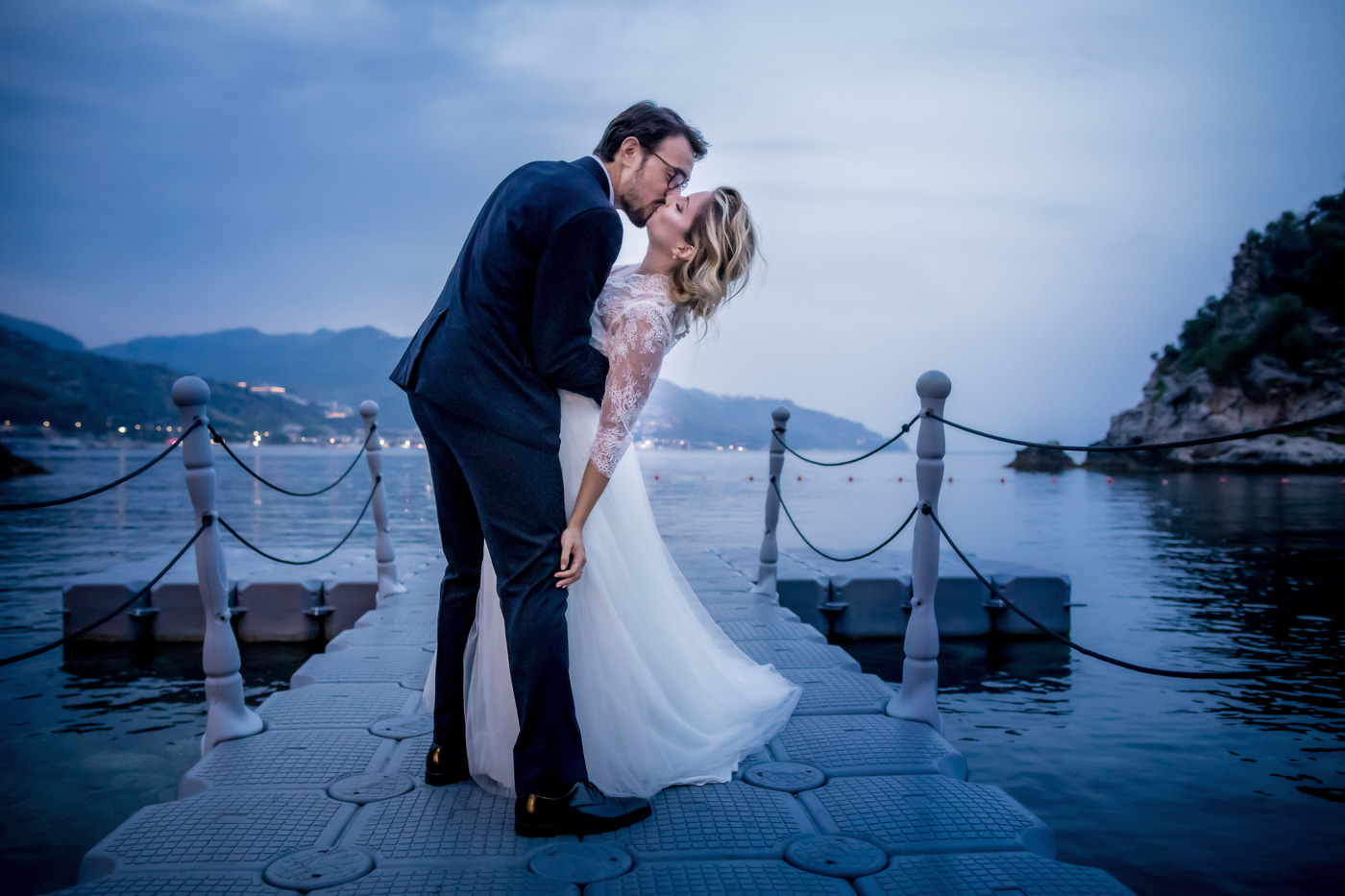 Wedding Atlantis Bay-taormina-venue-photographer-sea-kiss